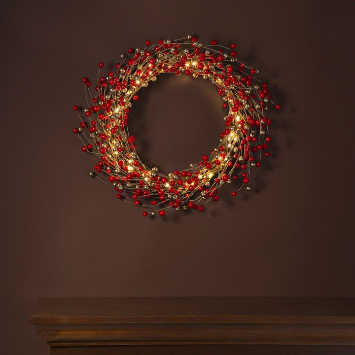 LED Holiday Berry Wreath
