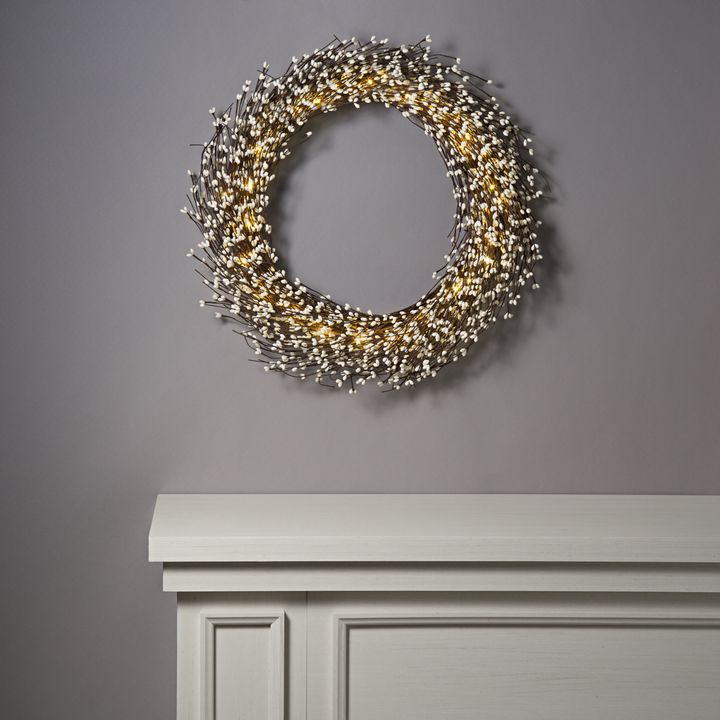 White Berry Wreath with 100 LEDs