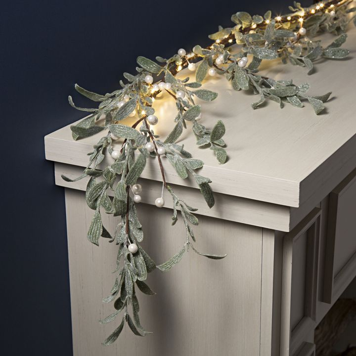 Frosted Mistletoe Garland with 60 LEDs